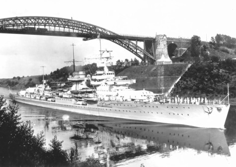 le KMS Nürnberg dans le canal de Kiel