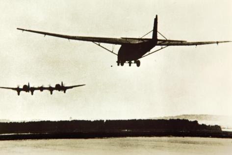 Heinkel He-111Z remorquant un planeur géant Me-321