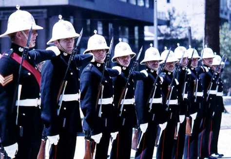 Royal Marines en tenue de parade en 1972