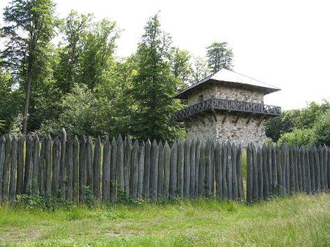 1280px-Taunusstein_-_Limes_Wachturm.jpg